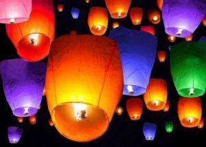 lampioane zburatoare colorate